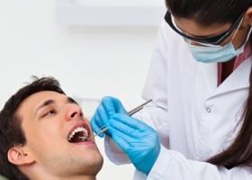 Потемнение эмали зубов у мужчин